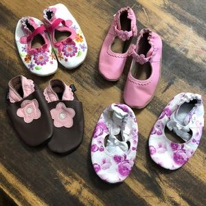 4 pairs of new or like new Robeez 18-24M